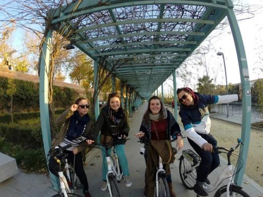 ESA Sevilla mentors Amalia, María and Cristina. On the right, Matt, UNE student